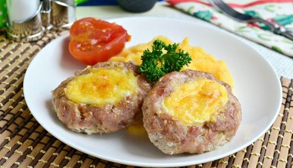 Котлеты в духовке из говядины с сыром